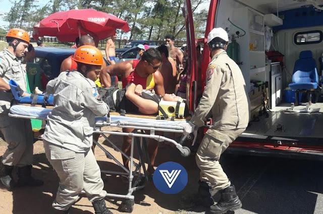 http://vnoticia.com.br/noticia/2429-jovem-atingido-por-reboque-com-jet-ski-na-avenida-atlantica-na-praia-de-chapeu-do-sol