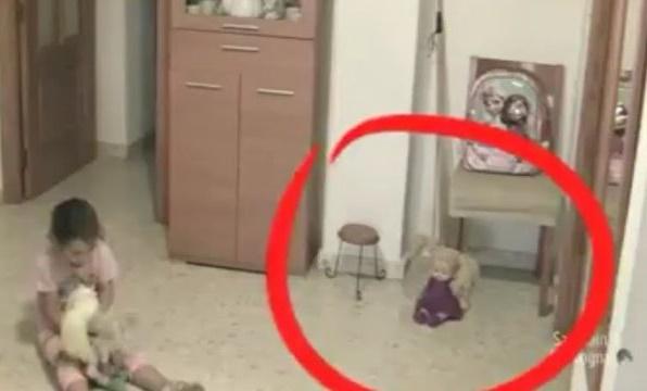 VIDEO: Sering Ada Yang Ganggu Putrinya, Ayah Ini Pasang CCTV dan Lihat Apa yang Selanjutnya Terjadi!