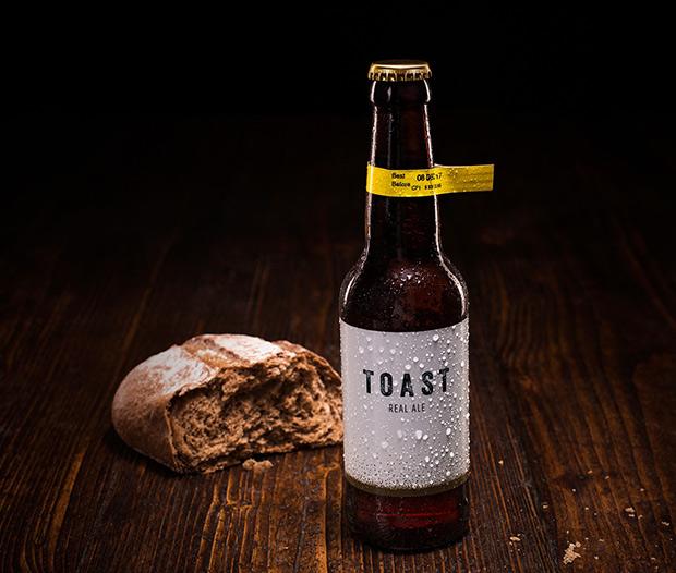 Combina cervezas artesanales pan