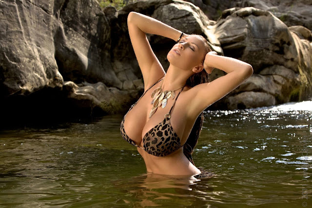 Jordan-Carver-Tuscan-Shower-sexy-hd-photoshoot-hot-image