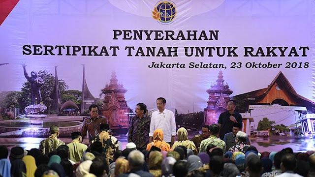 Sertifikat Jokowi Harus Ditebus Rp 200 Juta, Nenek Ini Menangis