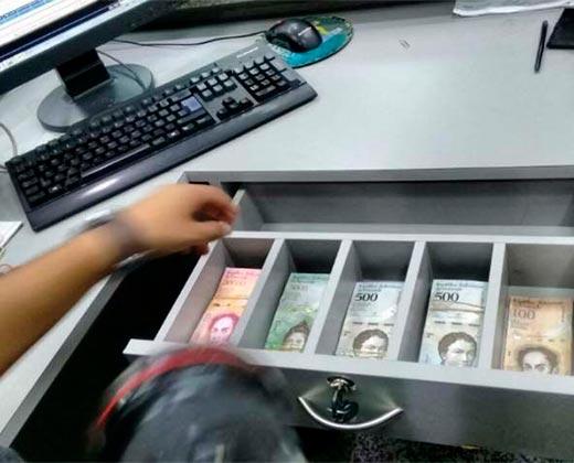 ¡RACIONAMIENTO DE BILLETES! Piden disminuir cantidad de retiro por taquilla y cajeros automáticos para no dejar al país sin billetes