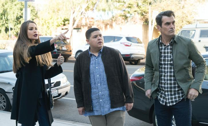 Modern Family - Episode 9.13 - In Your Head - Promotional Photos & Press Release