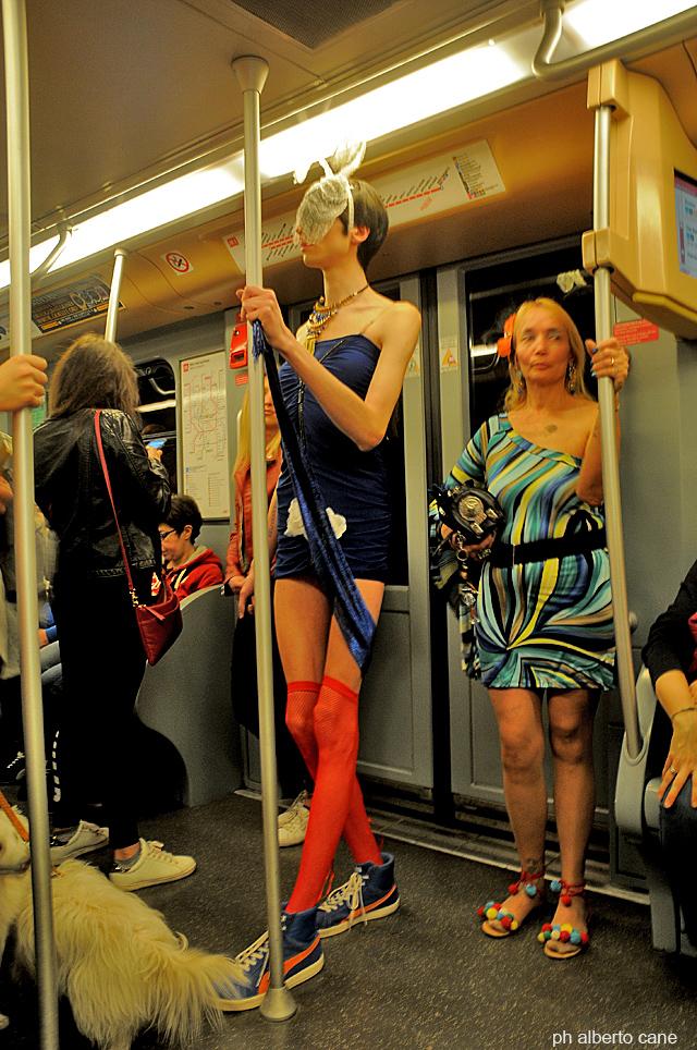 Milano, strana gente sul metrò