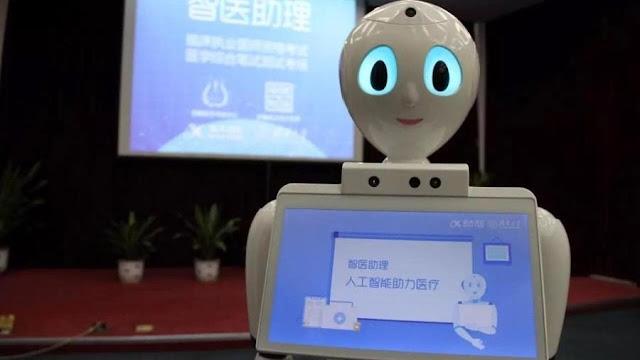"""POLÊMICO: """"Médico-robô"""" chinês já faz tratamento e deve dificultar a humanização da saúde"""