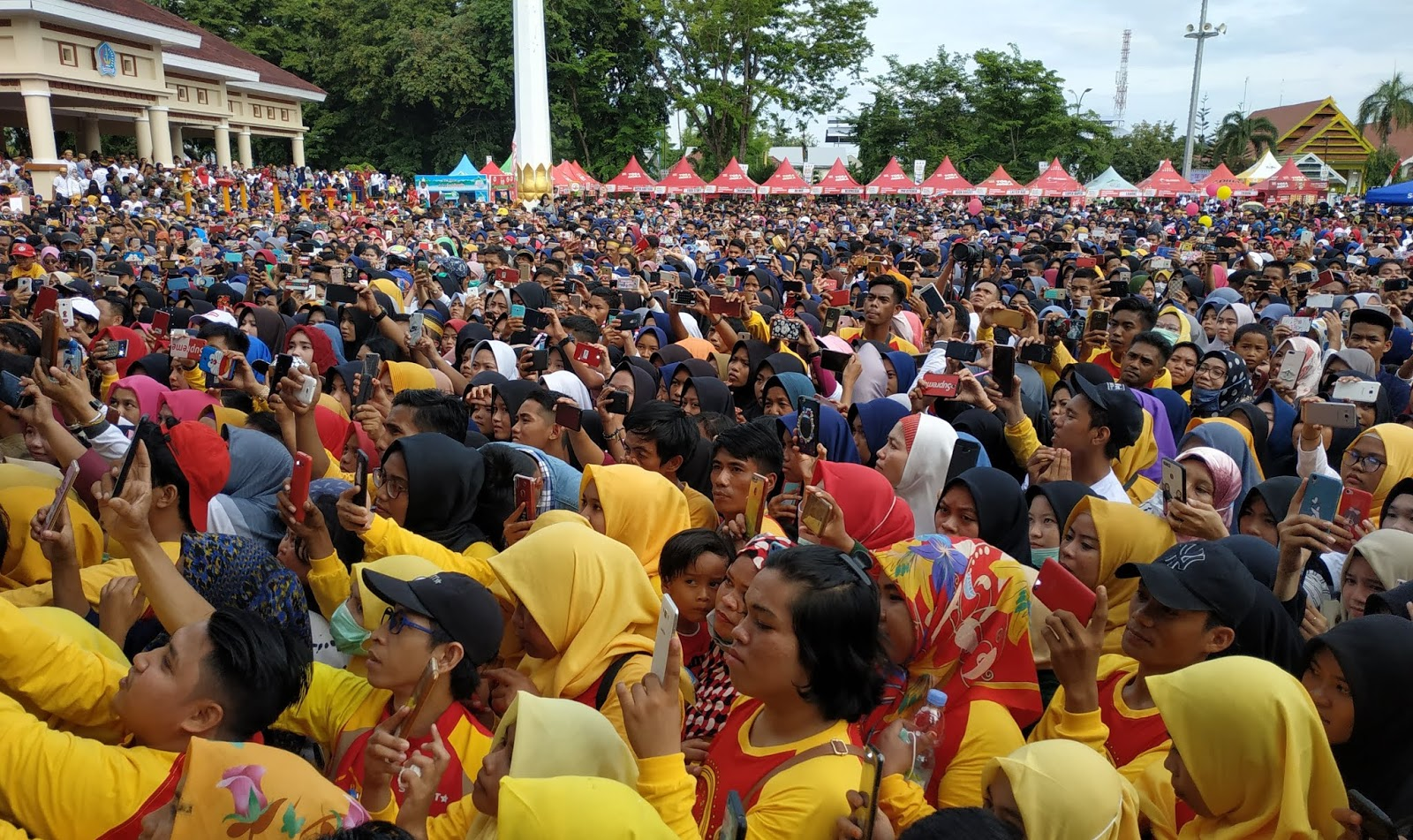 Belasan Ribu Masyarakat Ikuti Giat Milenial Road Safety Festival Polres Bone