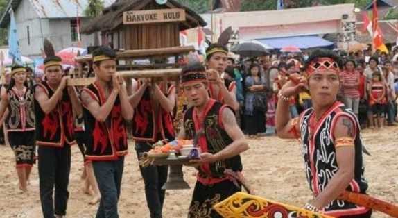 Naik Dango – Ritual Masyarakat Dayak