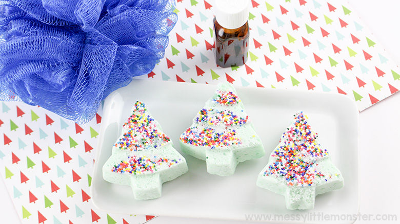 Handmade christmas gifts. Make your own christmas bath bombs