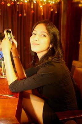 Foto Aulia Sarah dengan tampil berani berpose sexy dan hot