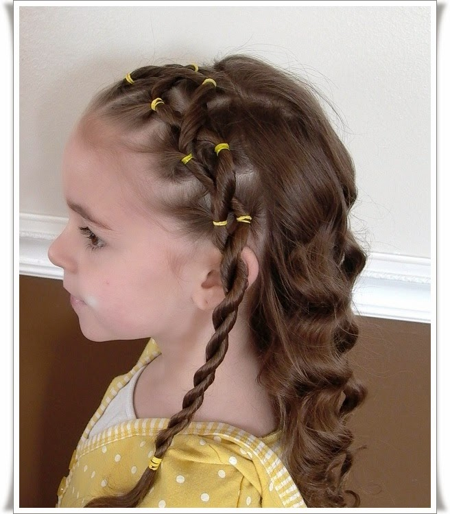 Foto anak berambut pirang