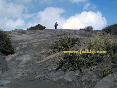 mendaki gunung batok