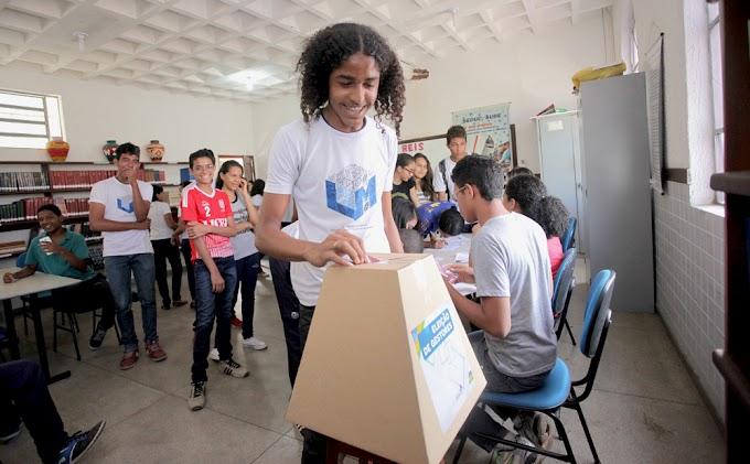 C.E Raimundo Araújo avisa que a eleição para a escolha do gestor geral acontece nesta quinta feira, dia 01 de Dezembro.
