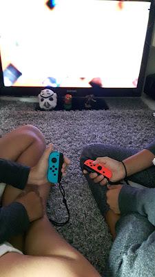 Mit der Nintendo Switch am Fernseher mit Freunden spielen