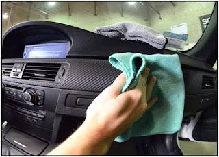 Menjaga kebersihan Dashboard mobil