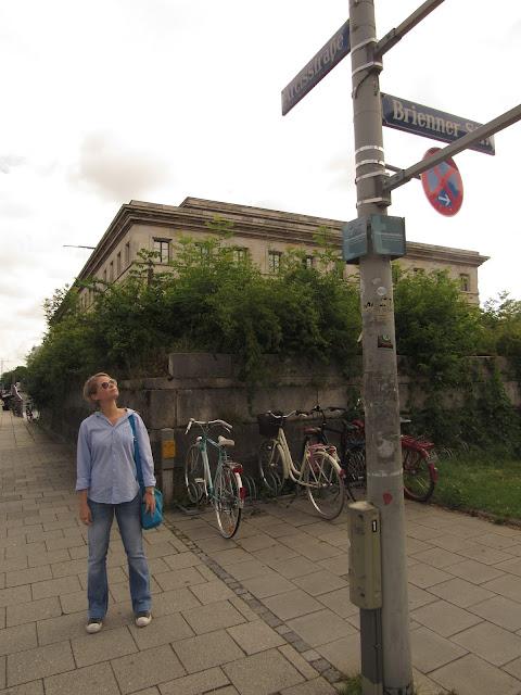 Braunes Haus ou Casa Parda, antiga sede do Partido Nazista atual Centro de Documentação de Munique O que ver em Munique Alemanha