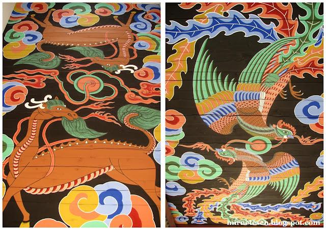 Дворец Кёнбоккун - рисунки в арках ворот Кванхвамун