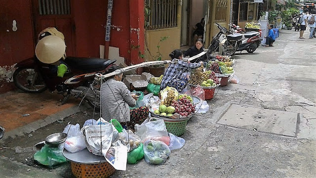 Mujeres vendiendo comida en Saigón