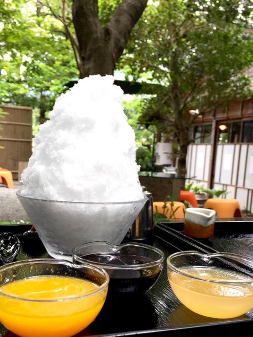 阿左美冷蔵金崎本店の「果汁スペシャル」。左から、みかん、里ぶどう、白桃