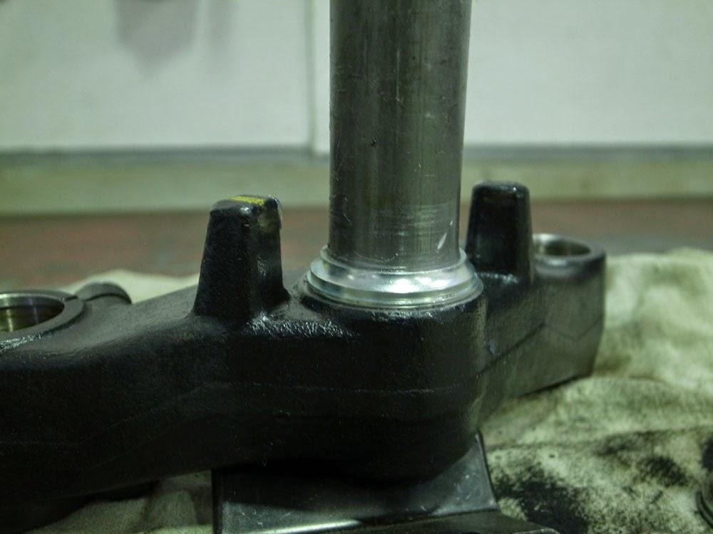 アドレスV125Gのステムのレース打ち替え。今回は廃材のフロントフォークを使って圧入完了です。