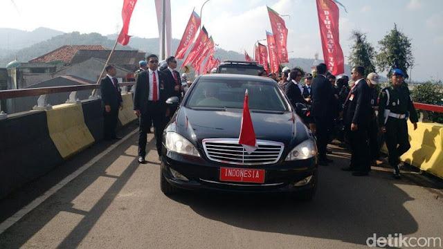 Tembus Kemacetan, Pak Dhe Jokowi Jalan Kaki ke Lokasi HUT ke-72 TNI
