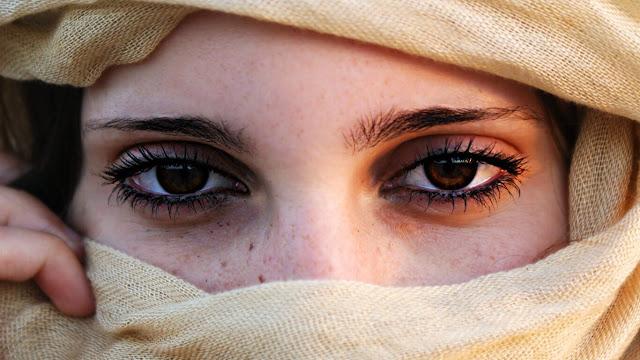 طرق رائعة لعلاج الهالات السوداء حول العين بدون عناء.