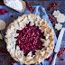 Johannisbeer & Himbeer Pie mit Keksblüten Kranz