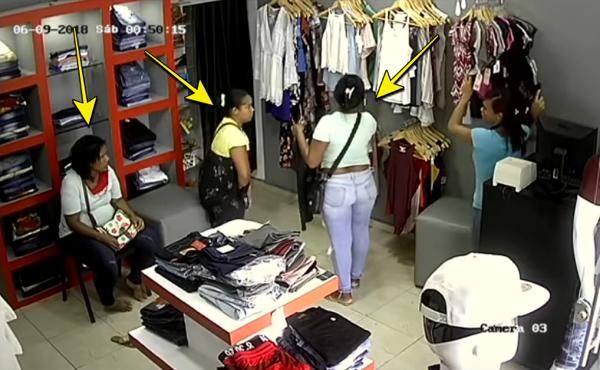 Video: Grupo de mujeres robando a do' mano en tienda de Santiago