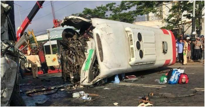 Hiện trường vụ tai nạn xảy ra trên Quốc lộ 20, đoạn qua thị trấn Liên Nghĩa, huyện Đức Trọng, tỉnh Lâm Đồng