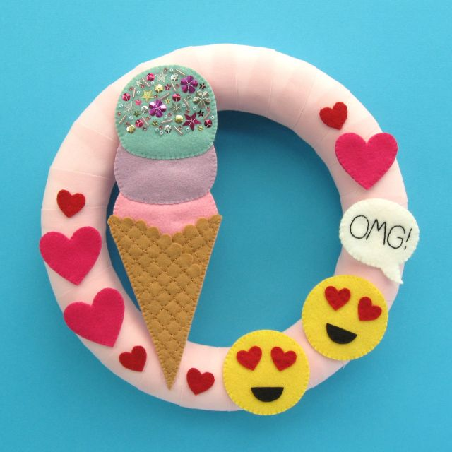 Felt Ice Cream Emoji Wreath Tutorial