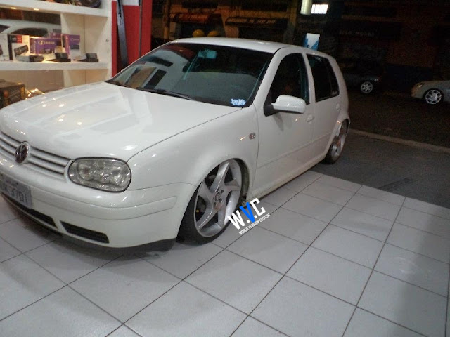 Golf com rodas do Porsche aro 19""