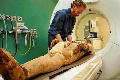 Resultado de imagen de momia resonancia magnética universidad de londres