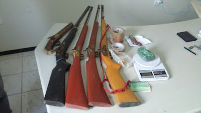 Policia Militar faz apreenção de moto, armas e drogas em Buriti-Ma