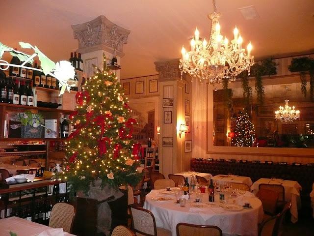 Restaurante em Milão com decoração de Natal