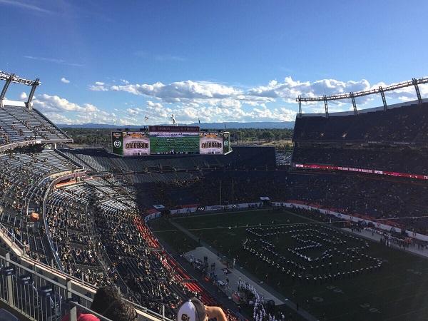 Wir im Mile High Stadium in Denver, Colorado - Heimstadion der Denver Broncos