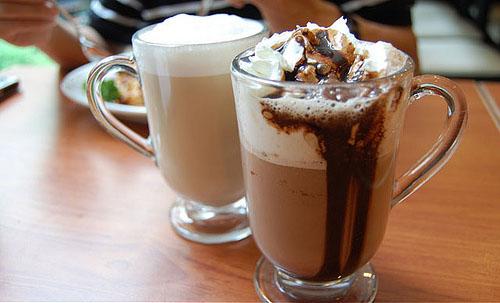 cach-lam-mon-kem-cafe-ngon-tai-nha-1