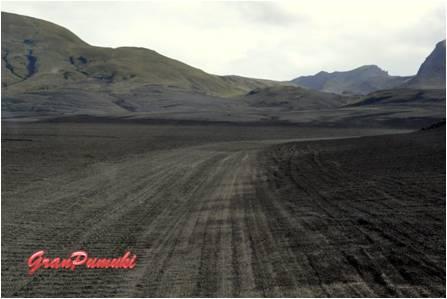 El paisaje del trayecto desde Hella hasta Landmannalaugar es árido. La carretera es escasamente transitada