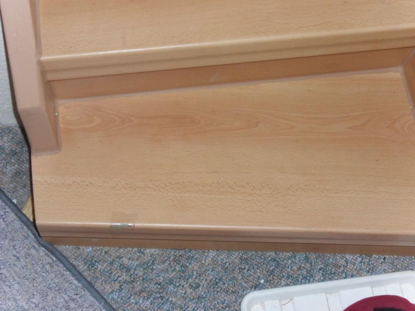 beschädigte Treppenkante - Antritts-Stufe