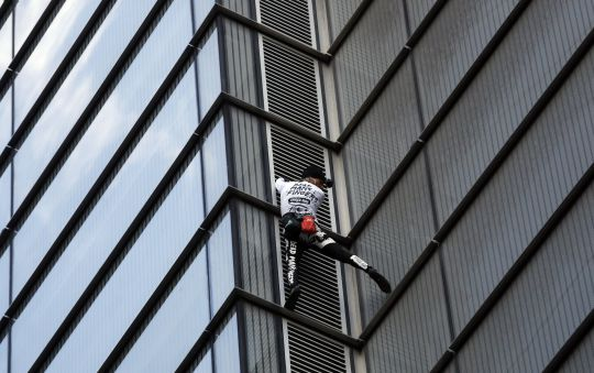 'Real Life Spiderman' Climbs Massive 662ft Tower (Photos)