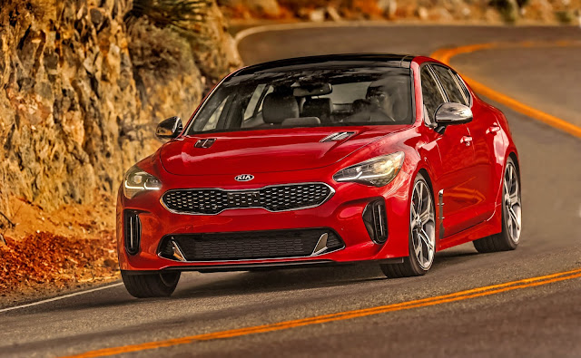 Front 3/4 view of 2018 Kia Stinger GT2 AWD