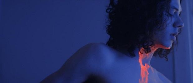 Teaser de Tinta Bruta, dos mesmos diretores de Beira-Mar