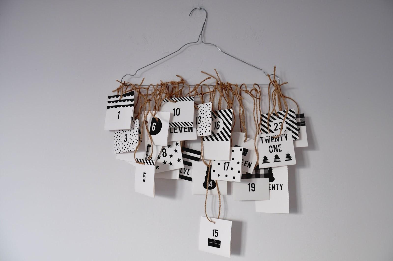 czarno biały kalendarz adwentowy