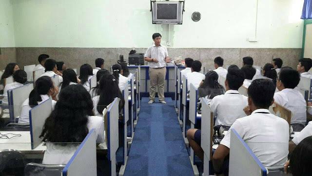 Elliot, Vietnam- Program Voluntary Service di SMP Putri Cahaya Medan