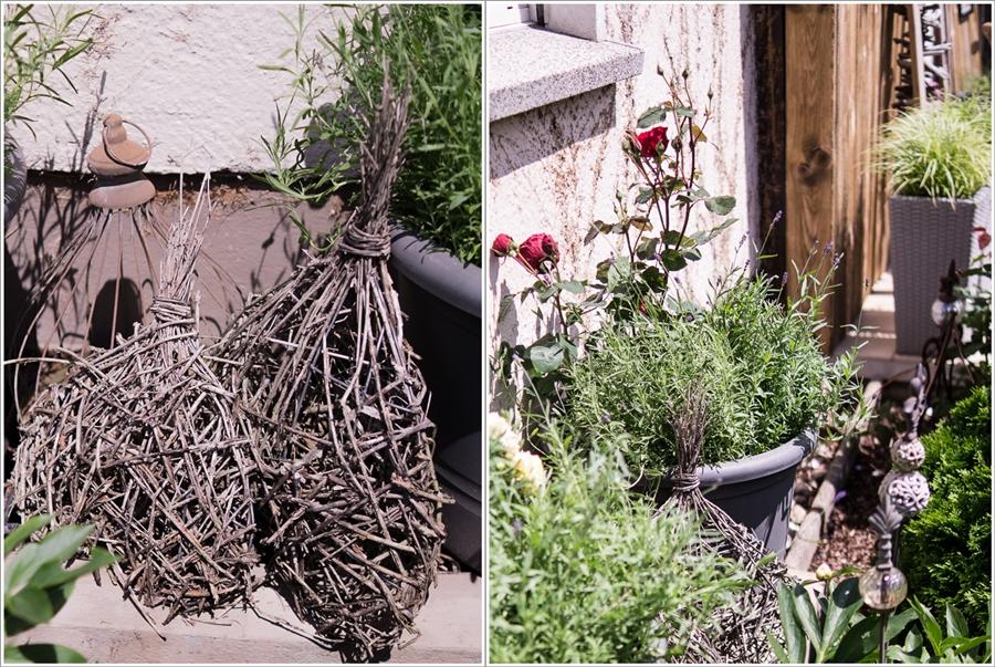 Blog + Fotografie by it's me! | fim.works | Bunt ist die Welt | Garten im Juni 2016 | geflochtene Herzen | dunkelrote Duftrose mit Lavendel im Kübel
