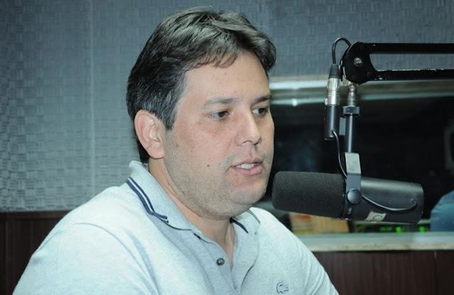 Prefeito anuncia concurso público para 300 vagas