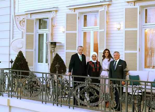 King Abdullah and Queen Rania met with President Recep Tayyip Erdogan and his wife Emine Erdogan