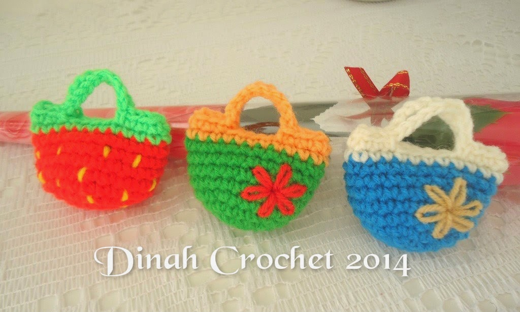 dinah crochet keychain lagi. Black Bedroom Furniture Sets. Home Design Ideas