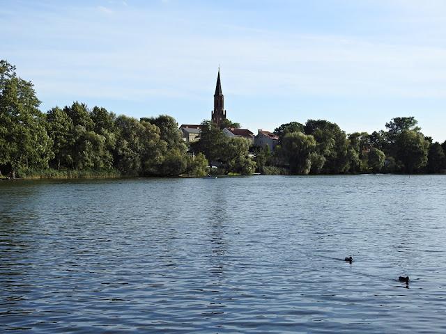 W Lubniewicach punktem orientacyjnym jest wieża kościoła.