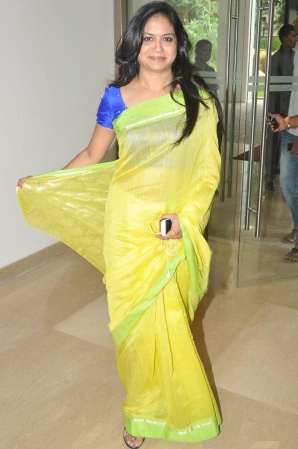 Singer Sunitha Hot Photos In Yellow Saree