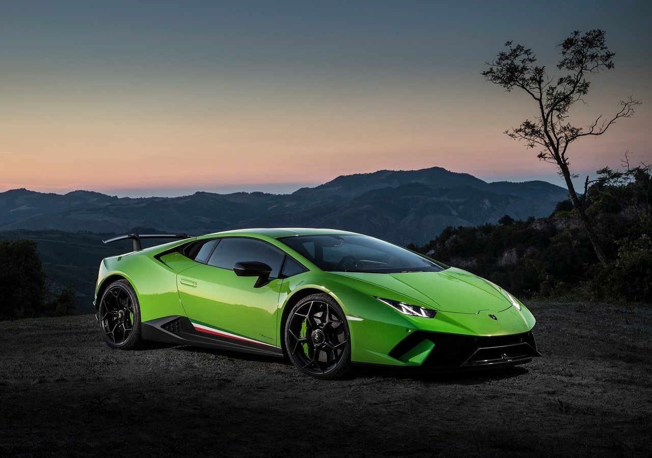 The enhanced naturally aspirated Huracán engine is the most powerful V10  produced to date by Lamborghini. Outputting 640 hp (470 kW) at 8 96e248d1e