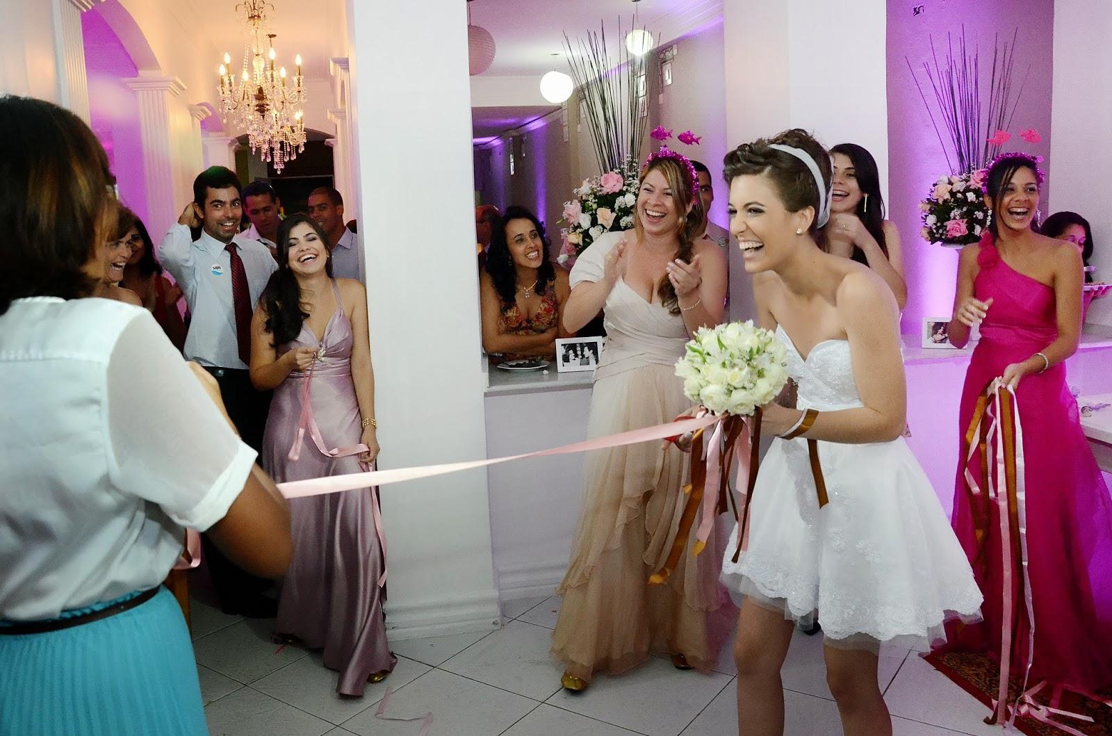festa - recepção - hora do bouquet- jogada do bouquet - bouquet para as solteuras - solteiras - bouquet e fitas